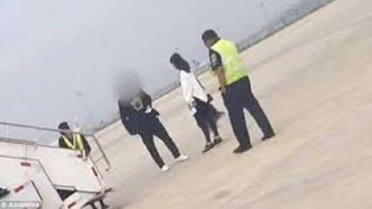 إيرانية تكتشف خيانة زوجها على الطائرة .. فتجبر الرحلة على الهبوط اضطراريا