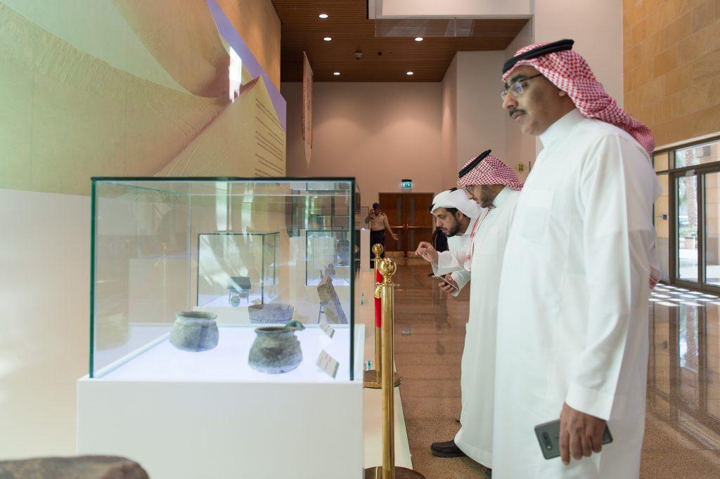 يستضيفه المتحف الوطني حتى 30 ربيع الأول..  معرض (روائع الآثار السعودية) يجذب سكان الرياض وزوارها