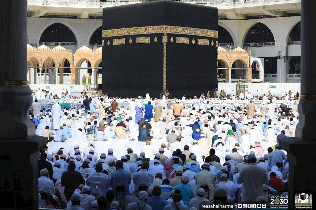 إمام وخطيب المسجد الحرام : إن التكريم الذي امتن الله به على بني آدم يستوجب شكرهسبحانه وتعالى على هذه النعم
