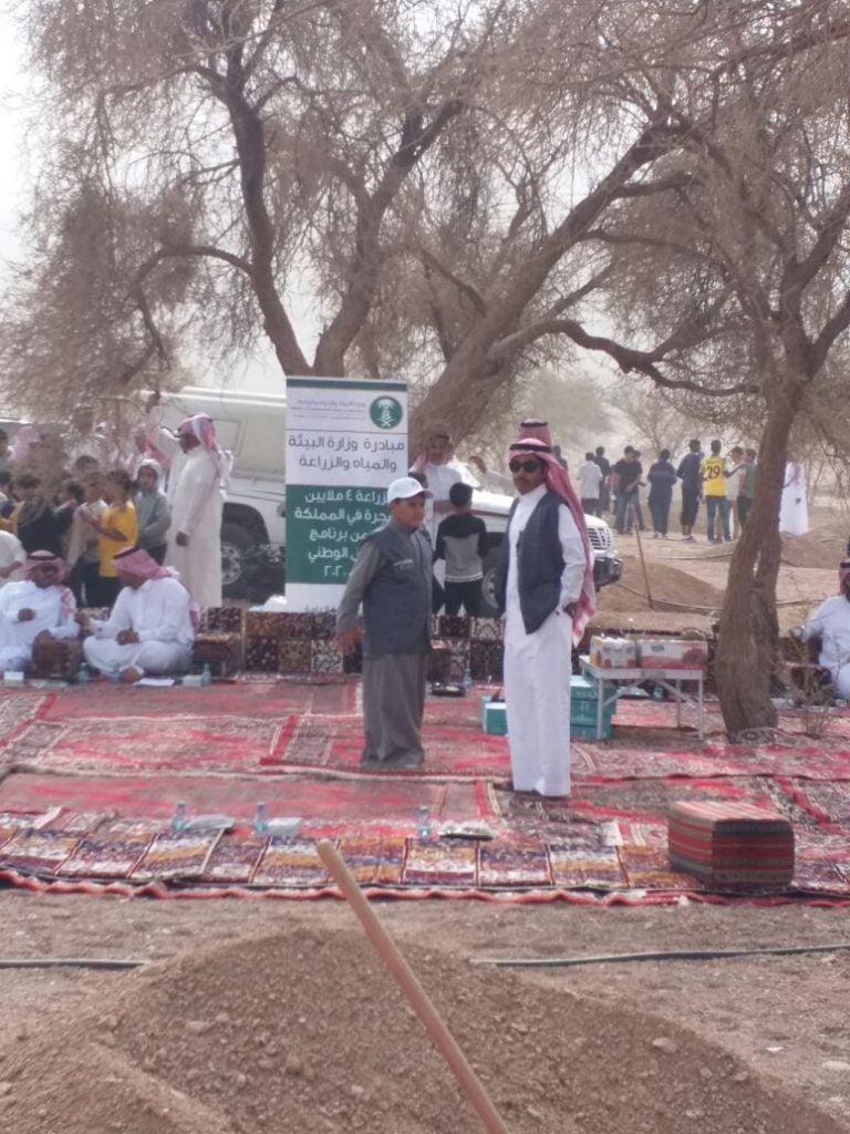 الايتام بمركز د. ناصر الرشيد بحائل يشاركون في حملة التشجير الوطنية