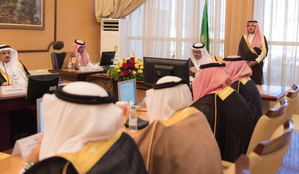 أمير الباحة يشدد على أمانة مجلس المنطقة ضرورة متابعة القرارات والرفع لسموه بتقارير عن ما يتم اتخاذه حيالها وبشكل مستمر