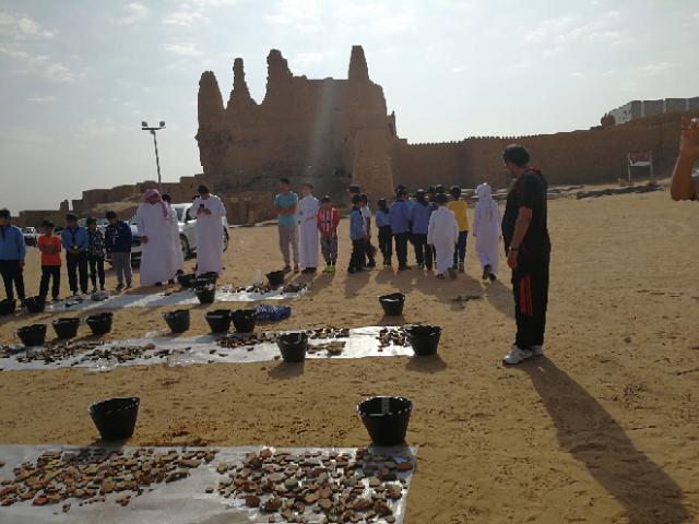سياحة الجوف تعرف الطلاب على أعمال التنقيب بدومة الجندل