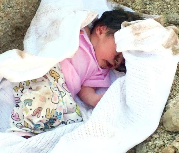 """مواطن يعثر على طفله """"موؤدة"""" تحت التراب بمحافظة بيشة"""