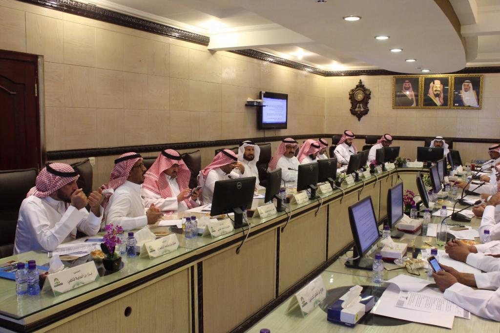 مجلس بلدي حائل يجتمع في لقاء دوري ..ويؤكد اعادة النظر في رفع رسوم عقود الإيجارات بالمنطقة الصناعية للأنشطة الخدمية