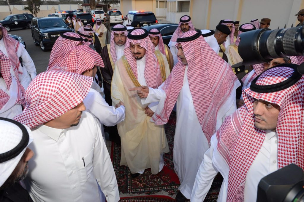 أمير عسير ينقل تعازي القيادة لذوي الشهيد الطيار الشهراني