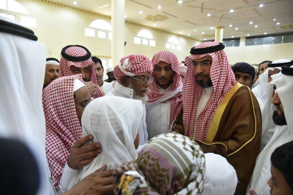 وكيل امارة جازان للشؤون الhمنية المكلف يؤدي صلاة الميت على الشهيد خالد النخيفي