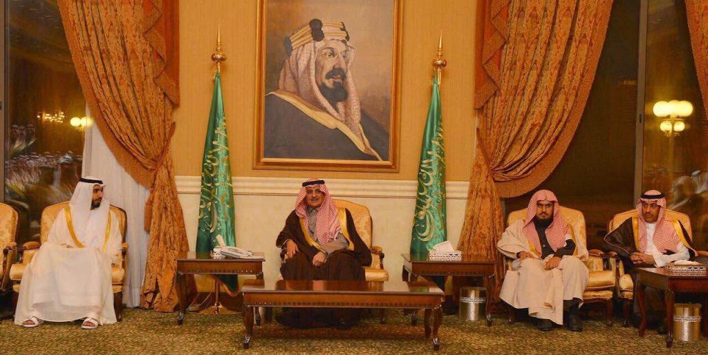 أمير تبوك يلتقي أهالي المنطقة ومشايخ القبائل ومديري الإدارات الحكومية
