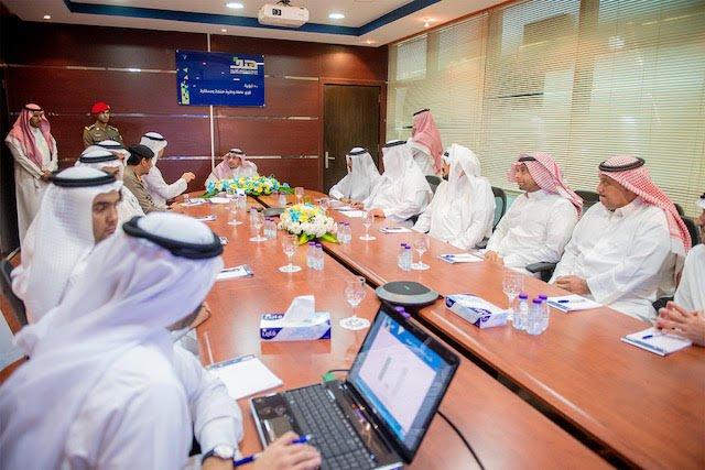 أمير القصيم : توظيف السعوديين ومساعدتهم في إيجاد فرص عمل لها الأولوية