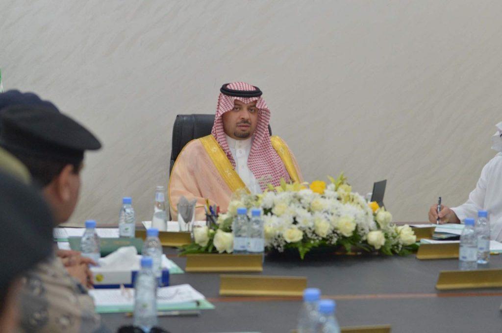 الأمير فيصل بن خالد بن سلطان يلتقي القيادات الأمنية بمنطقة الحدود الشمالية