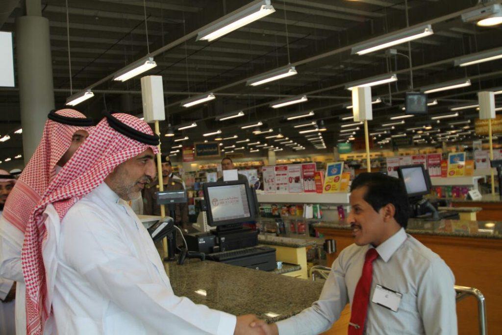 محافظ ينبع يطلع على الجهود المبذولة لتوطين الوظائف بأسواق ينبع