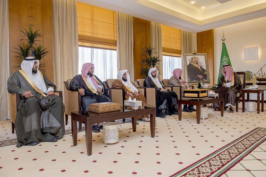 نائب أمير القصيم يستقبل مدير فرع هيئة الأمر بالمعروف بالمنطقة
