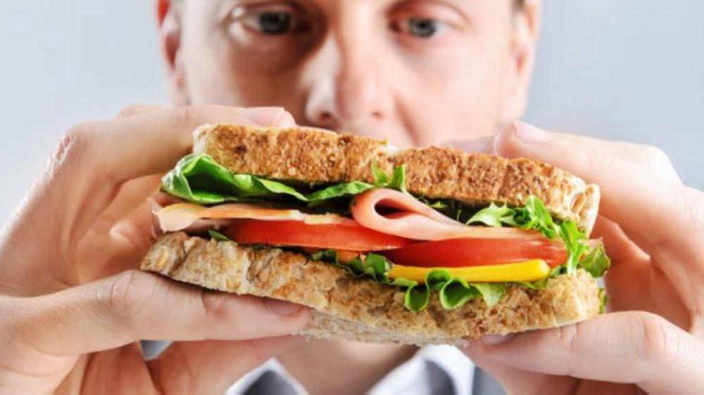 الأكل وحيدا.. ضرره أكثر مما تتخيل