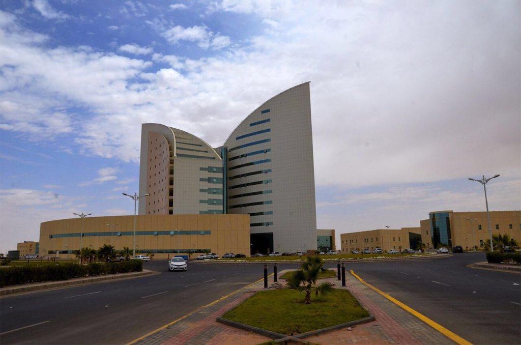 اللجنة العليا بجامعة نجران تعقد اجتماعها الأول لمناقشة العودة الآمنة للدراسة حضوريًا