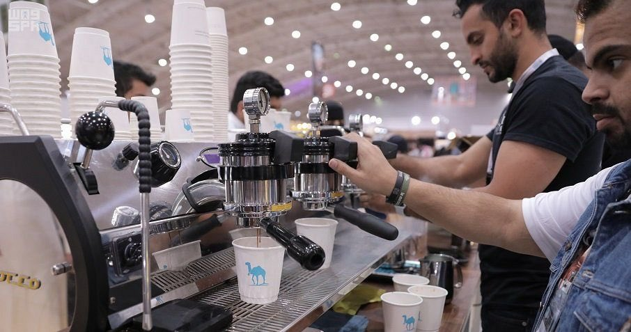 """""""منصة تقديم القهوة"""" فعالية تجمع عشاق القهوة من شباب الخليج ليتذوق الزائر ابداعهم في كوب قهوة فاخر"""