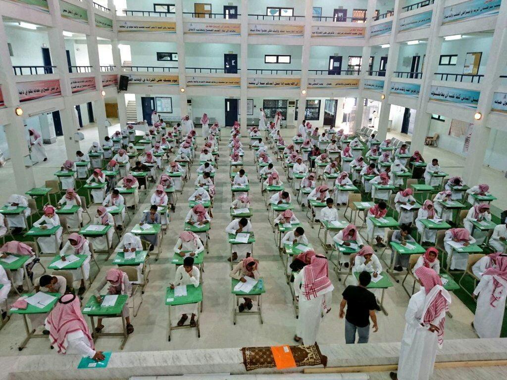 طلاب وطالبات تعليم الليث يستعدون لأداء اختبارات الفصل الدراسي الأول