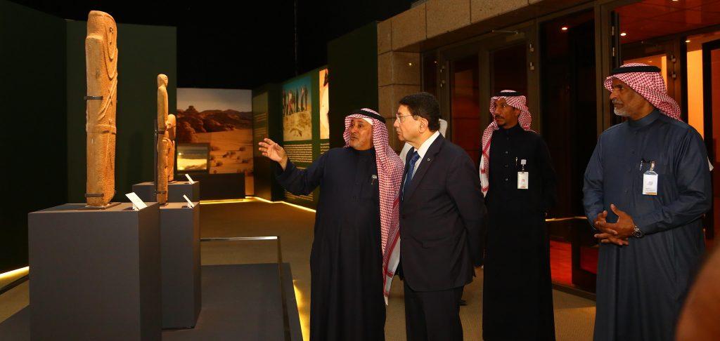 أمين عام منظمة السياحة العالمية يزور معرض روائع آثار المملكة