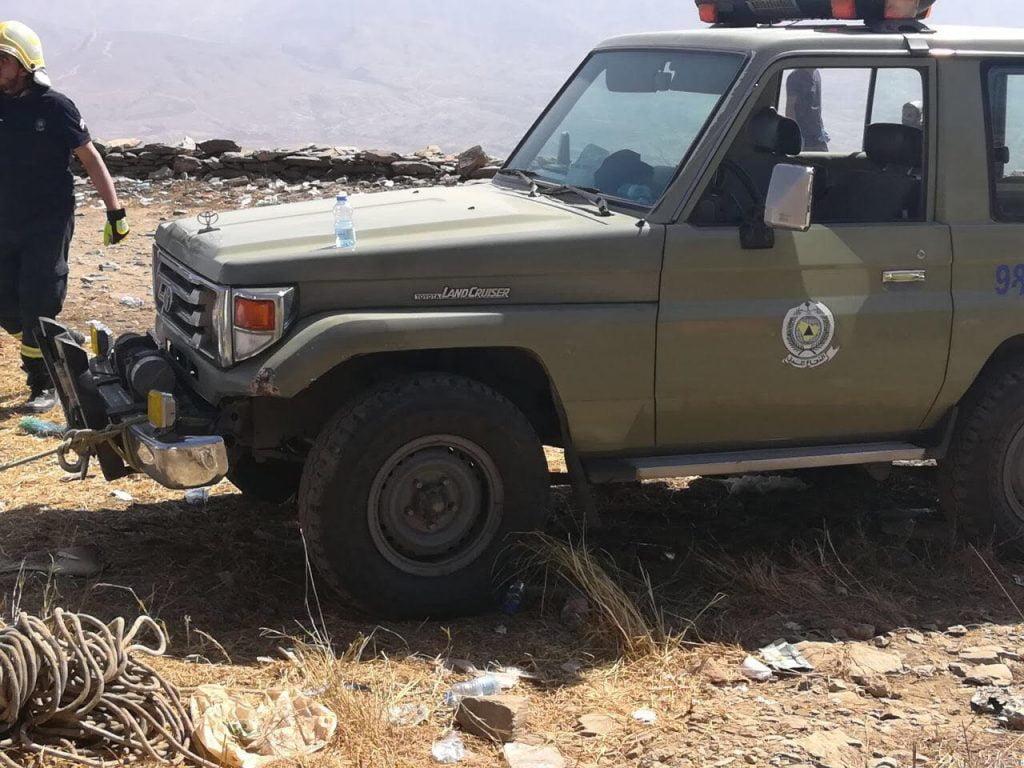 ثلاث وفيات وإصابة أربعة بينهم أطفال عقب انقلاب مركبة من منحدر جبلي بالدائر