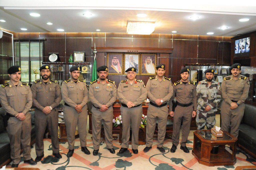 مدير شرطة منطقة الجوف يقلد عددا من ضباط الجوف رتبهم الجديدة