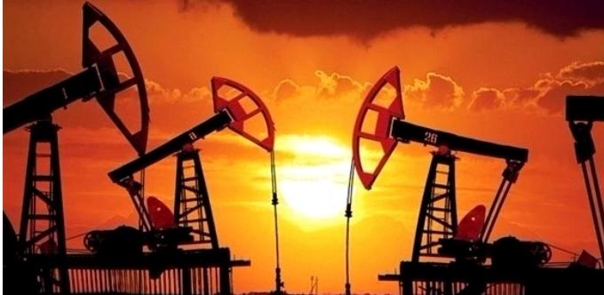 النفط يهبط من مستوى أمس الأعلى منذ ديسمبر 2014