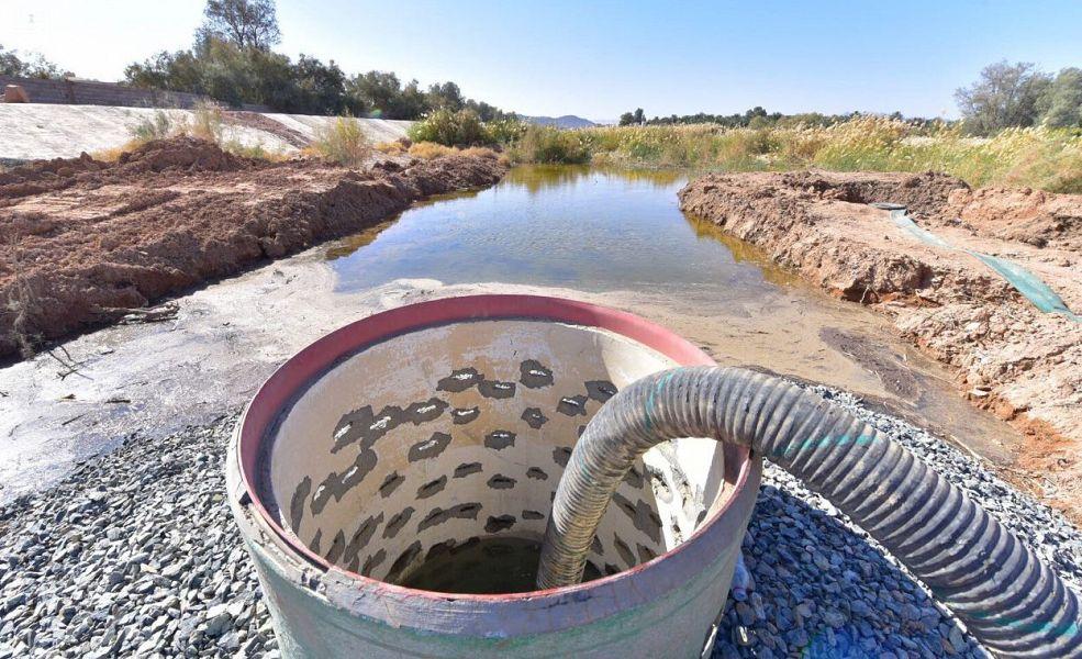 """""""البيئة"""" ترفع أكثر من 30 ألف م3 من مياه وادي الأديرع السطحية"""