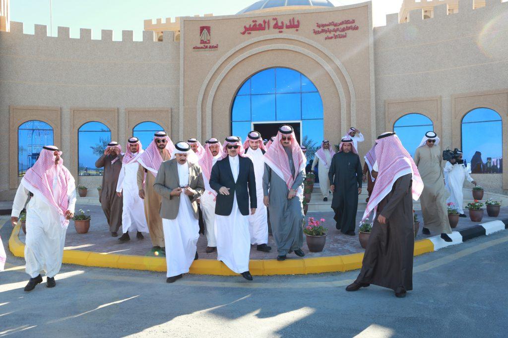 الأمير سعود بن نايف  يتفقد مشاريع تطوير شاطئ العقير