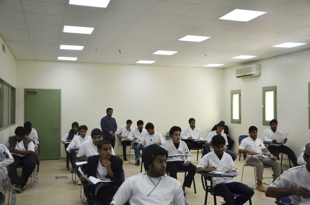 أكثر من  2300 متدرب يؤدون الاختبارات بالكلية التقنية بنجران