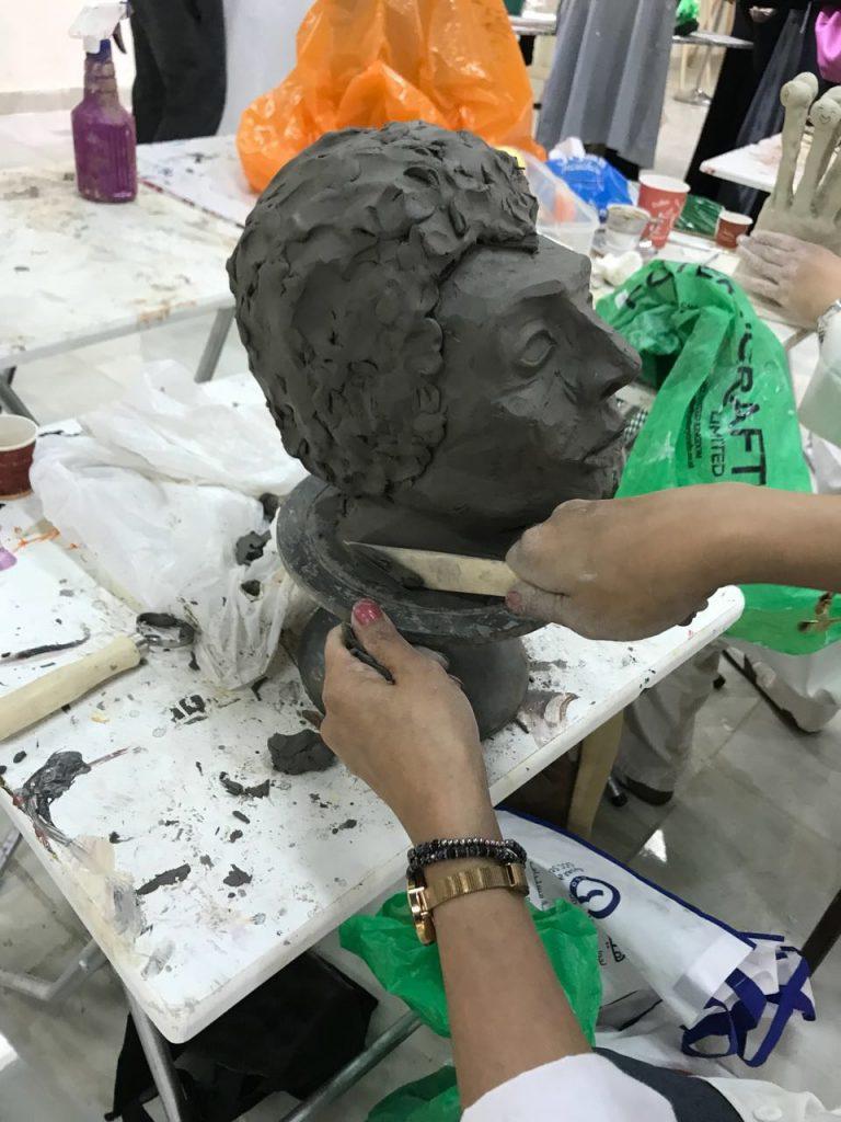 """فنون جدة .. تختتم """"النحت على الطين"""" وتستعد لإقامة ورشتين خلال الإجازة"""