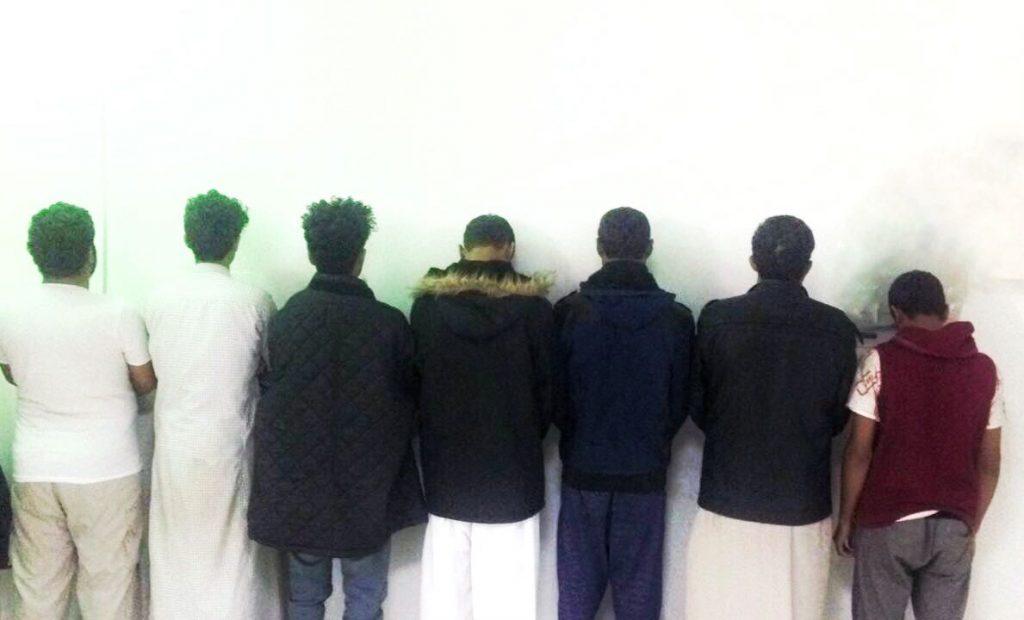 شرطة الرياض تطيح بـ٧ وافدين كونوا تشكيلاً عصابياً لنشل المارة والمصلين في المساجد