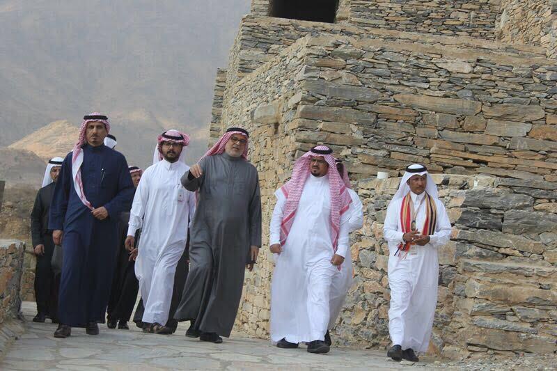 """وفد من هيئة السياحة والشركاء يزورون """" قرية ذي عين الأثرية """" ويشيدون بإمكاناتها"""