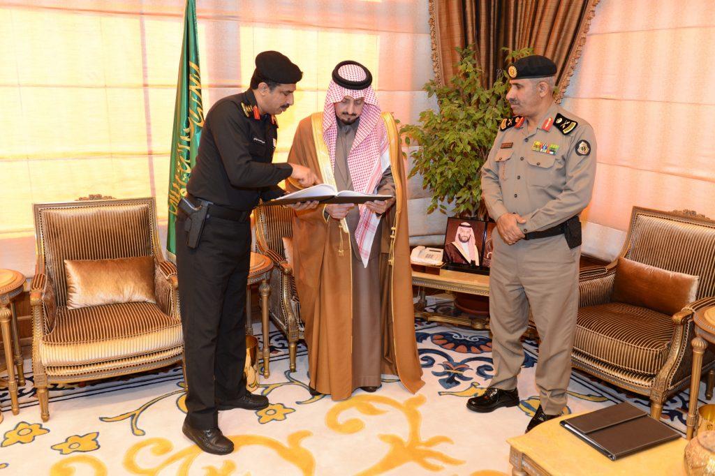 أمير عسير يتسلم التقرير السنوي لدوريات الأمن بالمنطقة