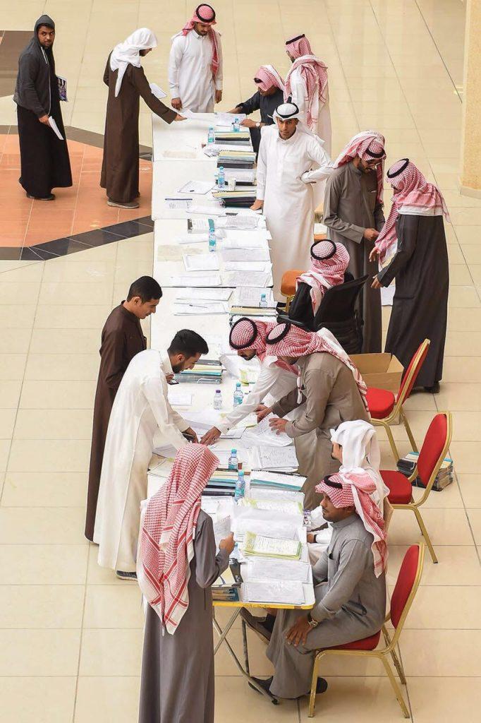 جامعة القصيم تسلم 3300 طالب وطالبة وثائق التخرج