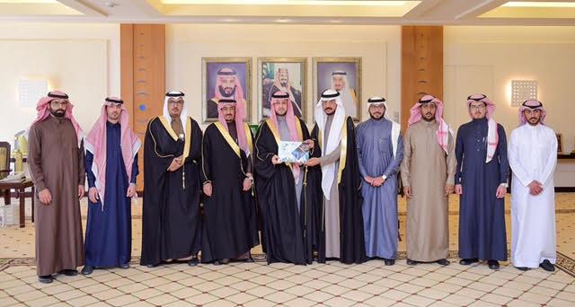 الأمير فهد بن تركي يستقبل رئيس وأعضاء لجنة شباب محافظة عيون الجواء