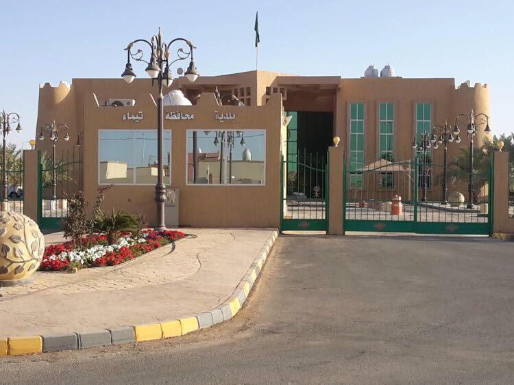 رئيس بلدية تيماء يصدر تكليفات وانشاء اقسام بالبلدية