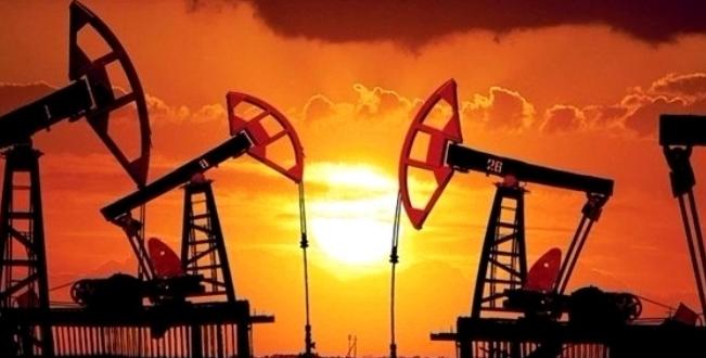 أسعار النفط تغلق على تراجع مع ارتفاع الدولار