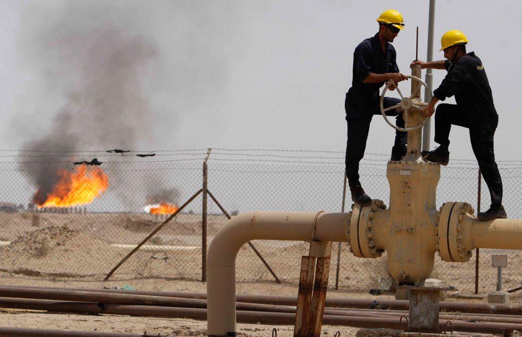 النفط يهبط مقتربا من أدنى مستوى في شهر