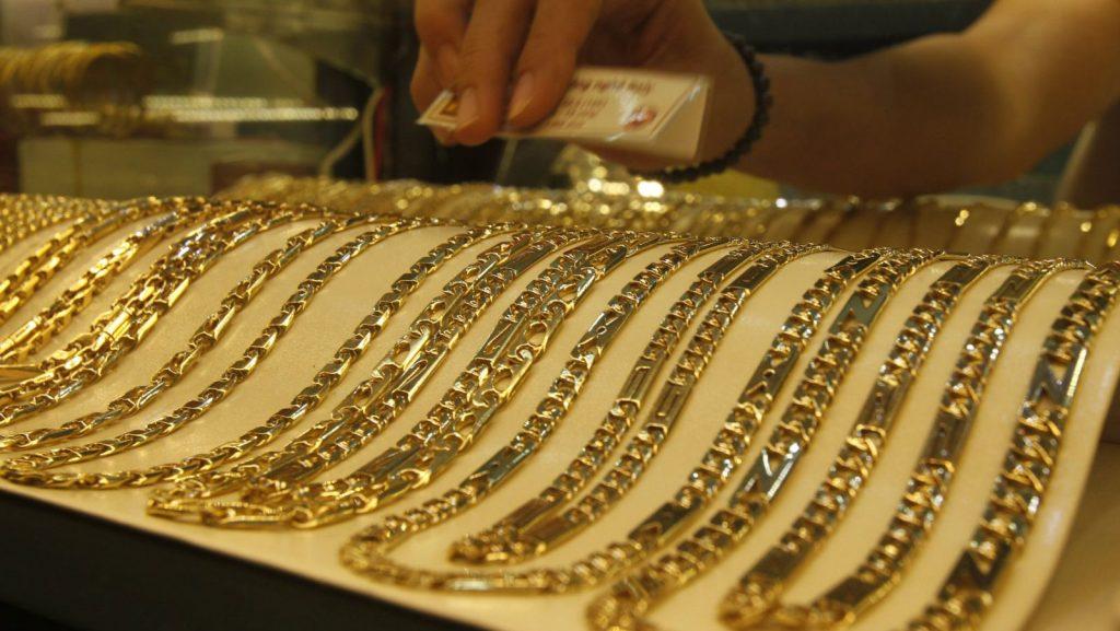 الذهب يعاود الارتفاع بفعل تراجع الدولار
