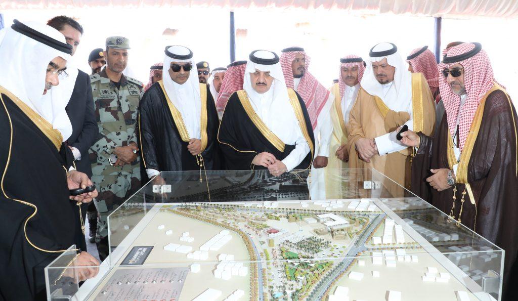 الأمير سعود بن نايف يضع حجر الأساس لتطوير وسط العوامية
