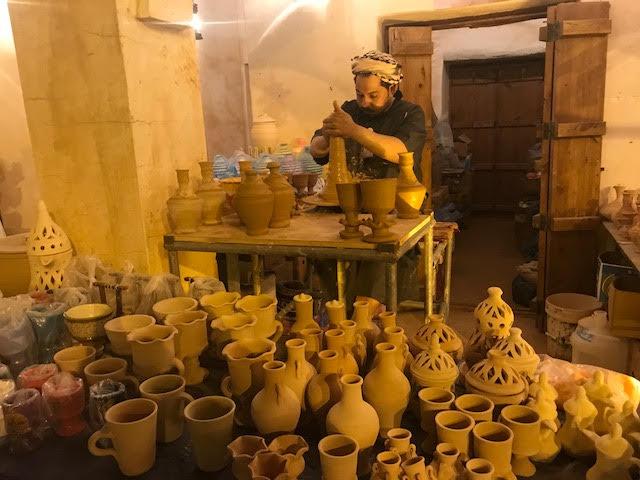 الفخار صناعة الطين السهلة الممتنعة حضرت في أول نسخة بالجنادرية واستمرت إلى اليوم