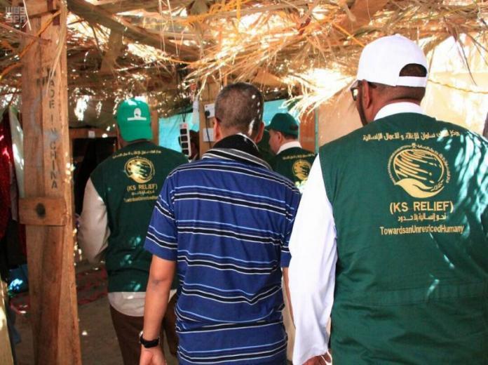 مساعدات غذائية إيوائية مقدمة من مركز الملك سلمان للإغاثة للنازحين إلى محافظة مأرب