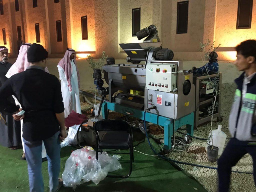 """""""معصرة زيت الزيتون"""" بجناح الجوف تجتذب زوّار مهرجان الجنادرية32"""