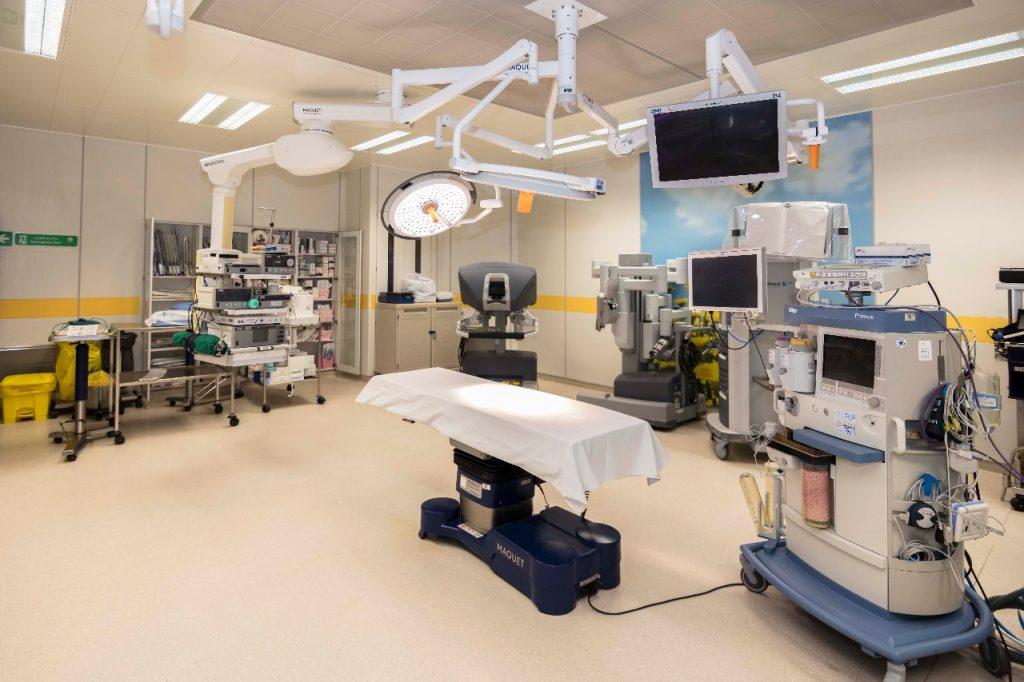 الروبوت الآلي في غرفة العمليات بمستشفى الملك خالد بصحة نجران