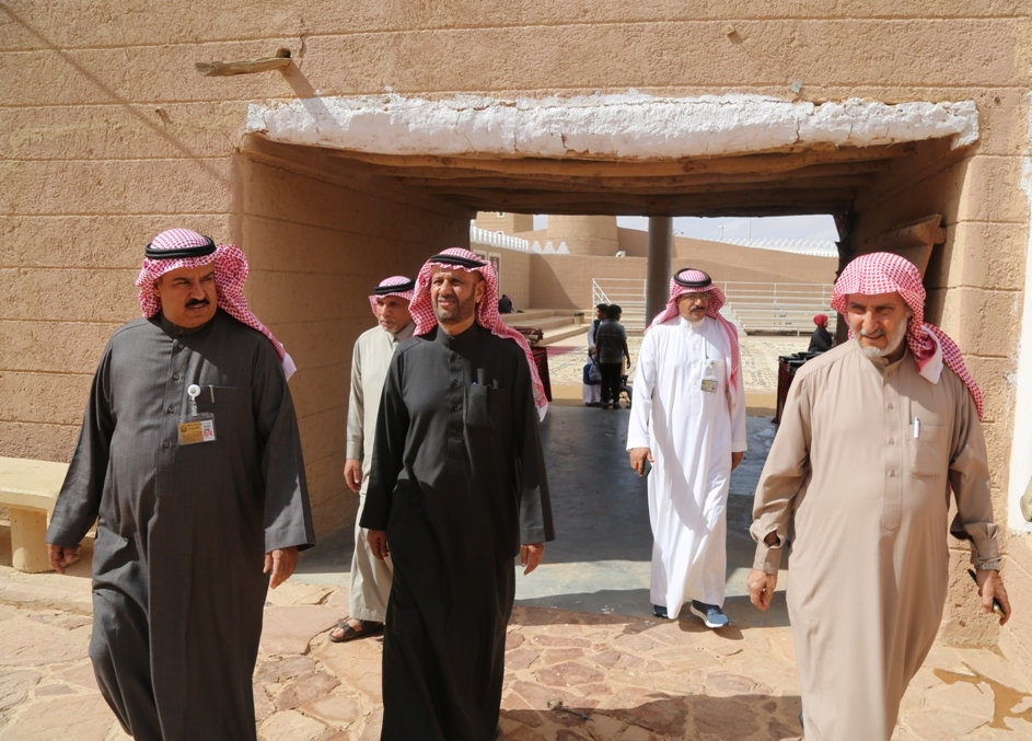 بندر بن مقرن و المعلمي و الرومي يثنون على تميز بيت حائل التراثي