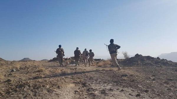 الجيش اليمني يحبط خامس محاولة تقدم للحوثي في أسبوع. والأباتشي تدك العناصر الفارة