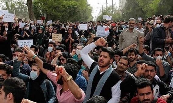 إيران.. استطلاع حكومي: 74.8% منالإيرانيينغير راضين عن أوضاع بلادهم.