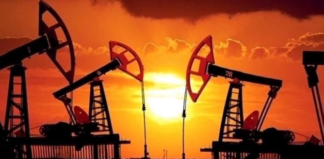النفط يسجل مكاسب للشهر الخامس على التوالي