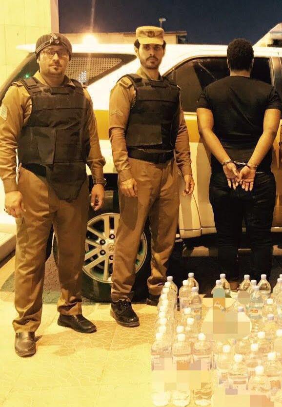 شرطة الرياض تطيح بمروجي خمور.. وتكشف غموض قضية نشل وتحويل مبلغ مالي كبير