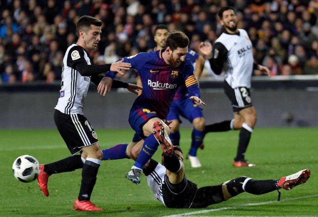 برشلونة يتخطى فالنسيا بثنائية ويصعد لنهائي كأس الملك