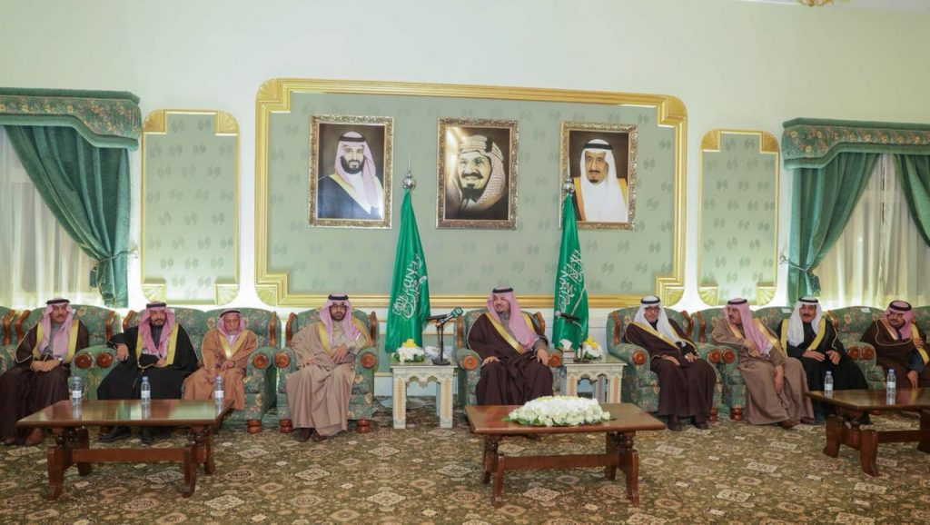 أمير الشمالية يلتقي الأهالي وشيوخ القبائل ومديري الإدارات الحكومية في مقر الإمارة بعرعر
