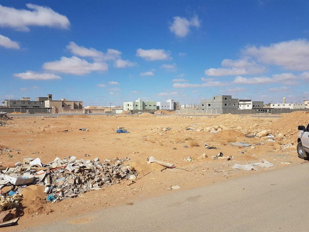 بلدية محافظة طريف تنفذ حملة لإزالة الأنقاض ومخلفات البناء