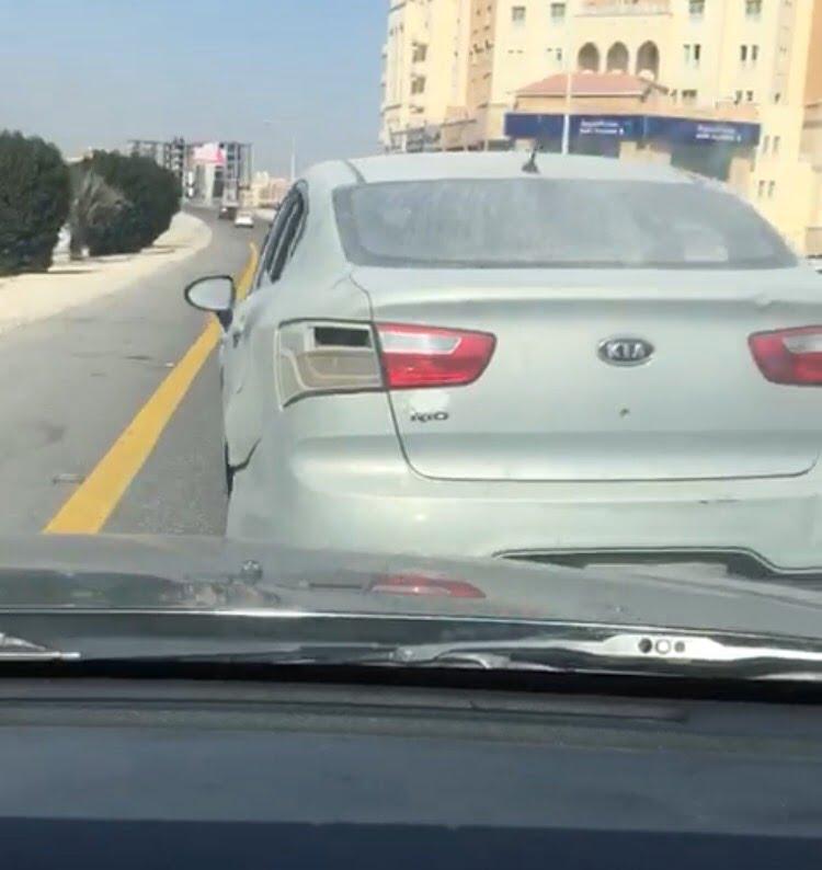 """شرطة الشرقية: القبض على مواطن ظهر في مقطع فيديو يهدد سائق مركبة """" خليجي """" بـ """"أداة حادة"""""""
